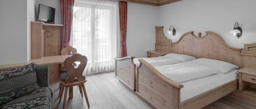 Hotel Garni Bracun Bedroom.jpg